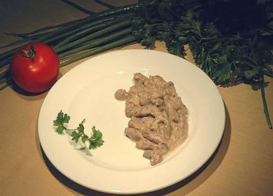 Горячие блюда из мяса Рефераты ru Бефстроганов с картофелем жаренным из сырого